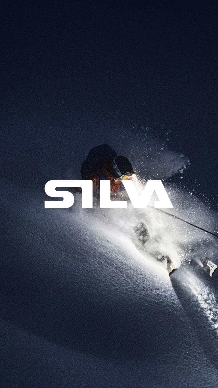 Skidåkare med Silva pannlampa